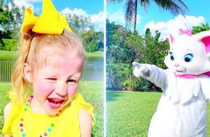 太糟糕了!萌宝小萝莉和猫咪之间咋开启了争夺大战?到底谁赢了?