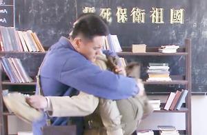 军中战友被开除营地,怎能不让人泪目,两人话不多说全在怀里!