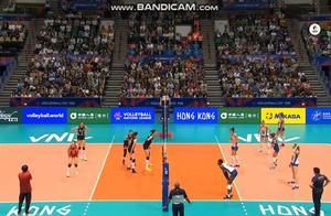 世界女排联赛,中国女排3:2逆转意大利,太精彩了!