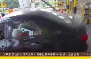 """男子无证驾驶被交警拦截,趁靠边停车时,一脚油门就""""跑路""""了"""