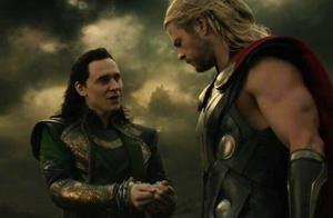 雷神给弟弟解开手铐,不料洛基立马叛变,雷神落入敌人手中
