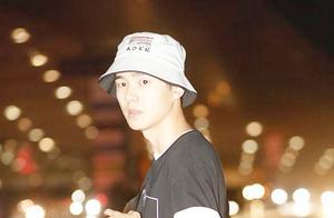 刘昊然喜提驾照自驾前往机场 网友:想坐副驾驶