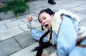 为了打败田壮士,穆桂英跟杨宗保切磋武艺,完全不顾夫妻情份