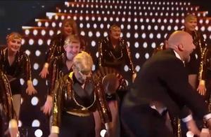 英国达人秀:大叔携31名舞伴同台献舞,嗨翻全场没商量,太幸福了