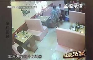 两桌人起了冲突,两人持酒瓶爆他的头,他掏出刀将对方砍倒在地