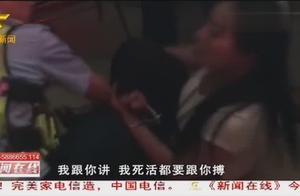 南宁:女子醉驾后不肯配合警方执法,现场撒泼打滚谩骂民警