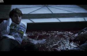 美国惊悚片《至暗之时》,天空落下不明生物,没想到攻击力爆棚!