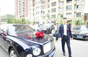 吉林一土豪去迎亲,新郎好漂亮,这婚车得值不少钱吧