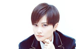 李宇春一曲《野蛮生长》帅气的造型与舞姿,简直男友力爆棚