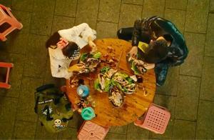 刘轩刚说不肯吃鸡,转眼就吃了好几只,真相定律果然世界通用
