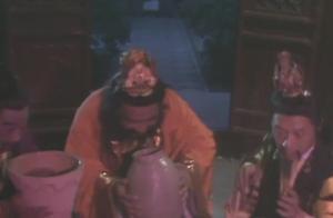 孙悟空真够坏的,竟然忽悠妖怪喝尿,妖怪还很高兴