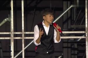 张杰《我们都一样》,惊艳全场观众,认真唱歌的他简直了!