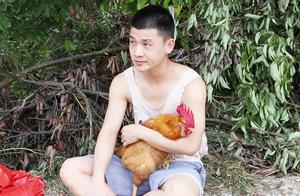 客家话搞笑视频,二货卖公鸡,骗人说公鸡会下蛋,结果被人套路了