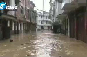 福建三明遭遇最强暴雨 消防紧急出动