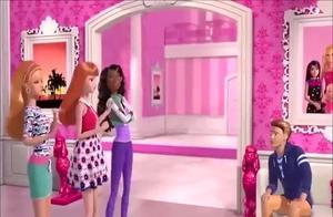 芭比之梦想豪宅:芭比在梦想屋里玩游戏却被困住,最终肯救出芭比