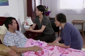 男子为了小三抛弃善良妻子,现在瘫痪在床前妻不计前嫌照顾他