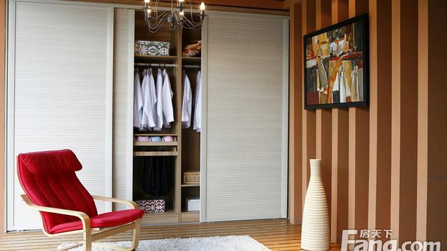 家里木工做衣柜抽屉滑轨要用长的有50cm、45cm、40cm等等最适合衣柜抽屉的长度是多少