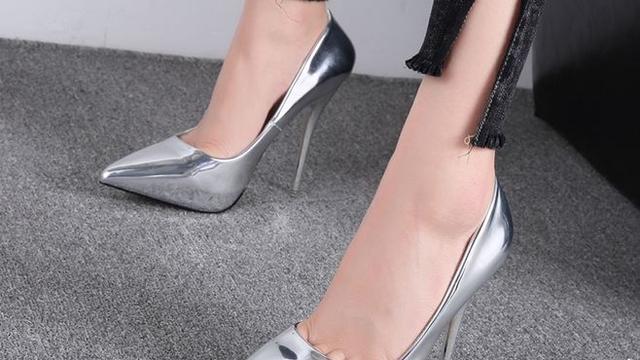 穿高跟鞋鞋跟最好是几CL