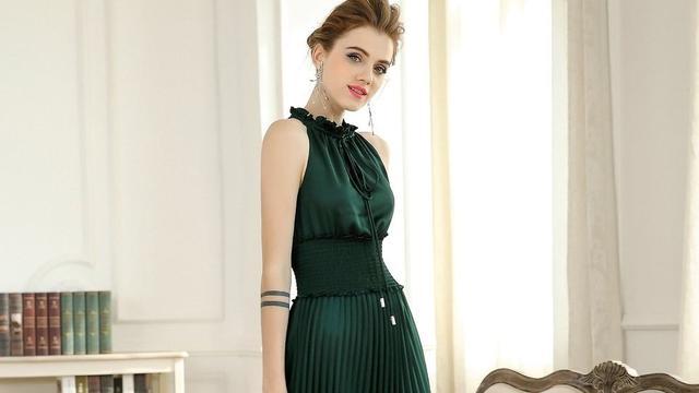 一套绿衣服搭配啥颜色的鞋子好呢