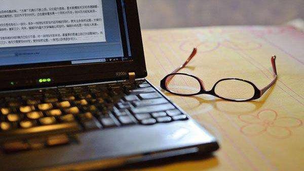 麻烦介绍一位和麦家一个类型的小说家擅长写一些类似于风声暗算的小说