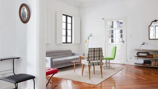 家里地板砖总是很粘稠鞋子踩在上面粘粘的感觉怎么解决