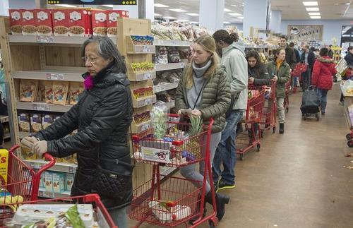中国出口暴增的面前,美国人正猖狂囤货,这究竟是怎样回事?