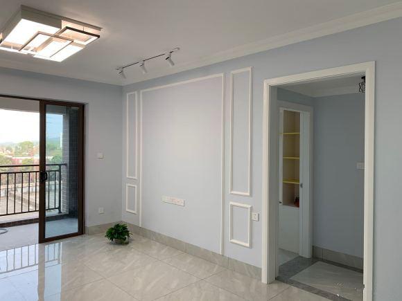 建筑面积73平方的两房,硬装修6.5W,衣柜鞋柜花1.3W,简单但耐看