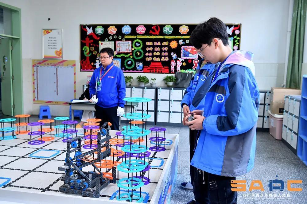 """实现""""零""""突破!达州中学首获机器人省赛大奖"""