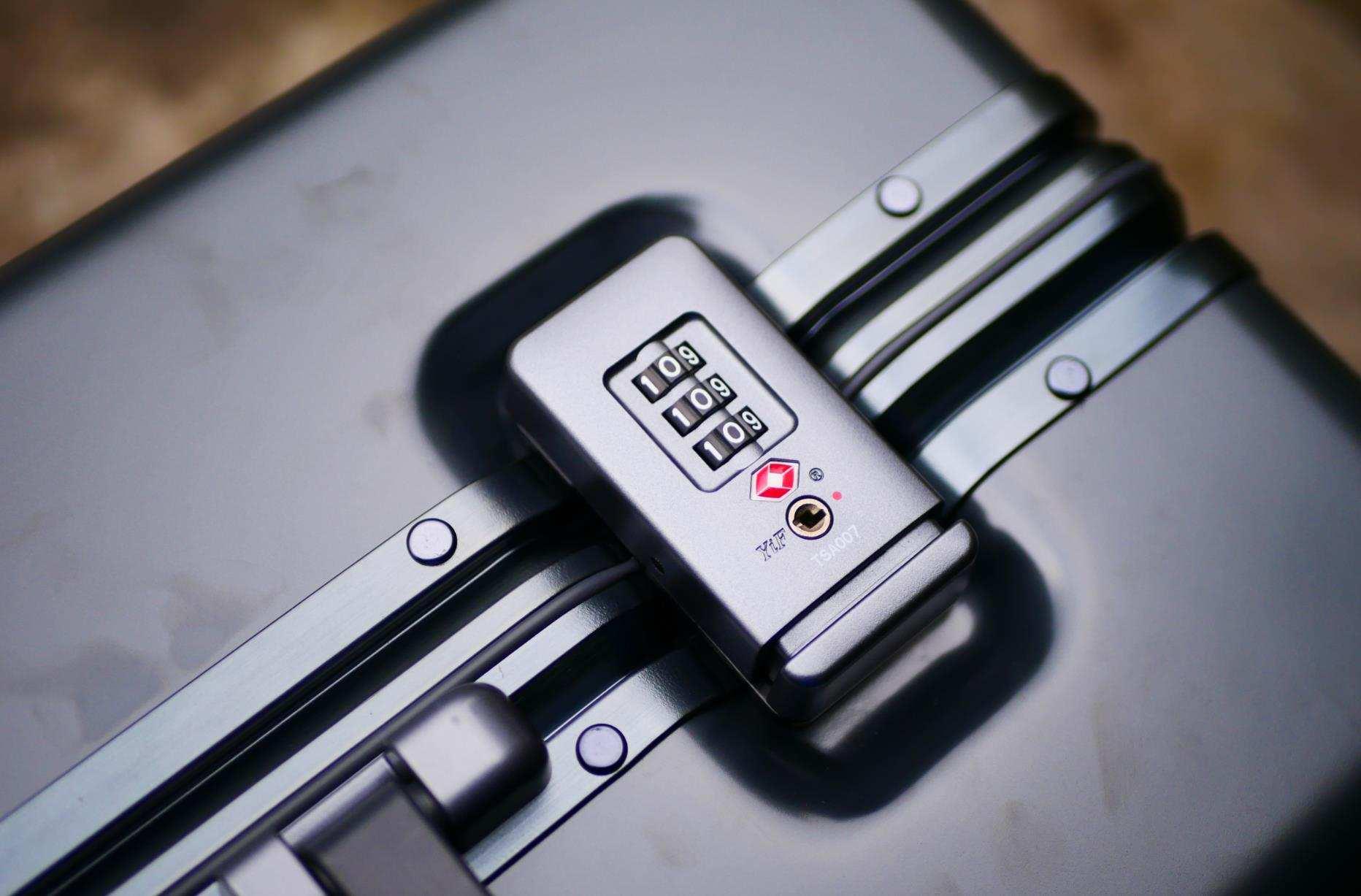 """拉杆箱里的""""钢铁侠"""",地平线8号POWER系列登机箱安全性面面俱到"""