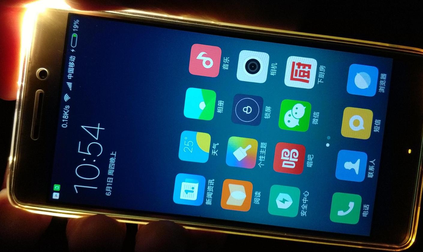 前二并非小米华为,老牌手机巨子起头逆袭,一月手机发卖排行出炉