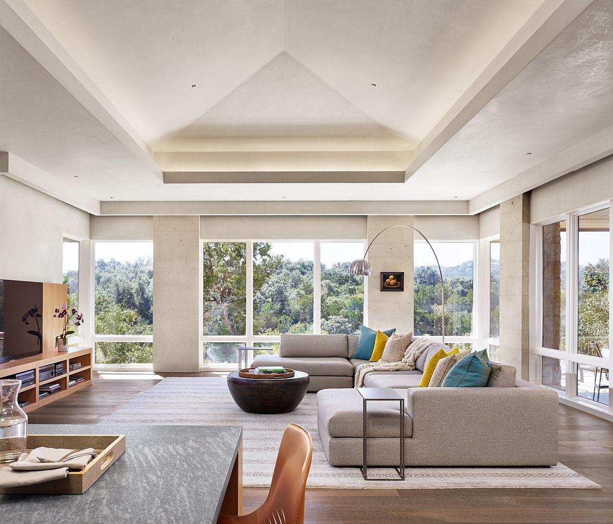 海湾上的质感现代住宅,每个房间都沐浴在充足的自然光线下