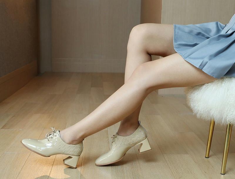 秋冬鞋子怎样最迷人?如何选一双百搭款的鞋子呢?