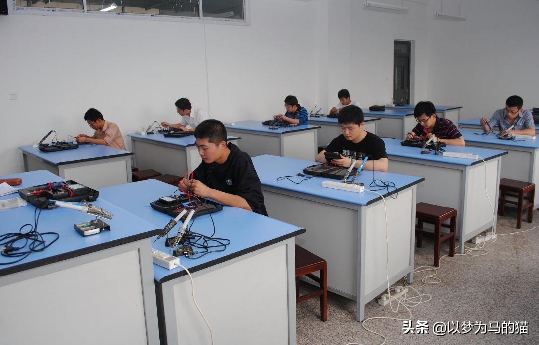 高考生:想拿高薪报考这8大专业,找工作靠谱,回报率很高