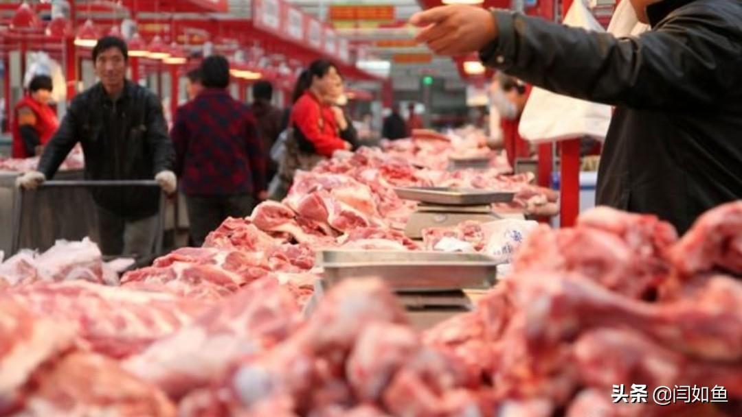 今天上午去逛超市,想买几斤猪肉来囤起,以便上班的时候方便。到了卖肉的地方,我问老板现在的猪肉多少钱一斤。他回答道:29元/斤,相比昨天降了一块钱。我说:那给我来5斤!老板问:给现金还是分期付款?当时我就懵逼了,我说:没带现金就只能分期吗?可以用微信和支付宝
