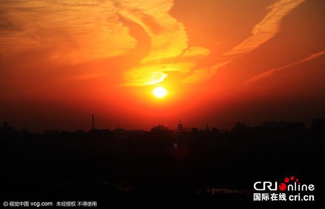 """北京天空绚丽晚霞似""""凤凰涅磐"""""""