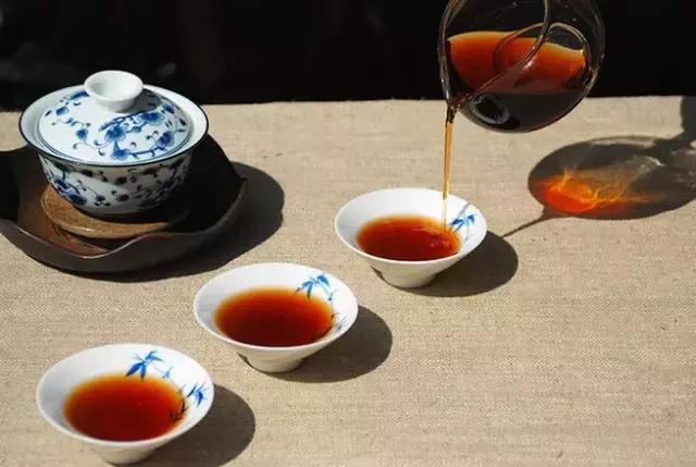 普洱茶,光从外观上来看,怎么区别一口料和拼配料