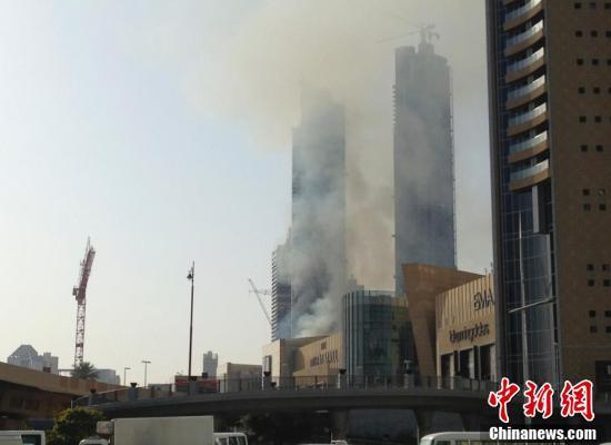 迪拜一建筑工地大火 最大购物中心被浓烟笼罩