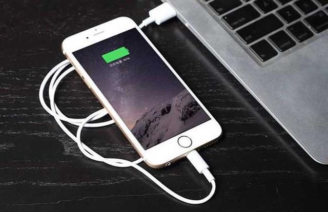 苹果4S黑屏怎么办