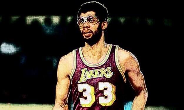同属于一个时代的NBA强力中锋,奥尼尔与姚明谁更强?