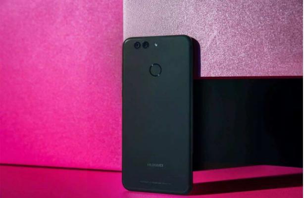 青年人自拍照爆品手机上强悍强烈推荐:华为公司nova 2 Plus