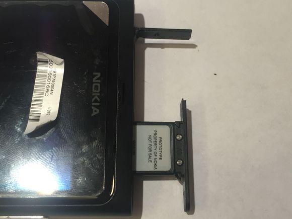 花30元买到Lumia800尸体机,拆开后发现做工真精湛