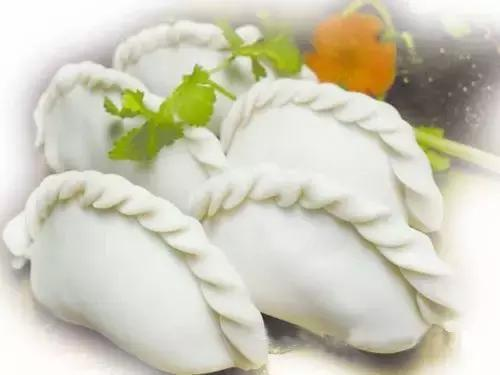 年三十的晚上,农村老人说捞饺子的时候,锅里得留几个,不能全捞出来,这是什么意思?