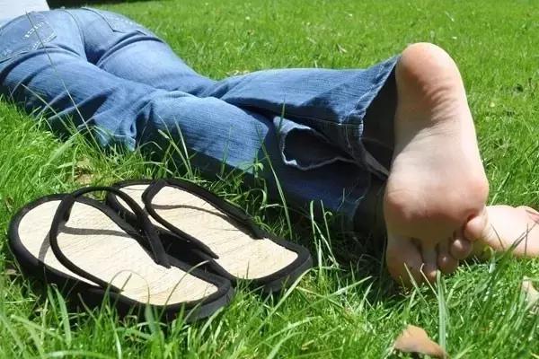 高跟鞋的鞋底薄,为什么