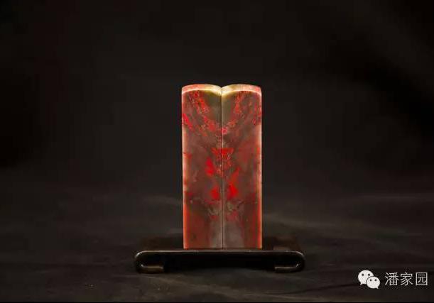 这鸡血石是昌化鸡血石中的大红袍吗?像这样的它现在的价值怎么样?