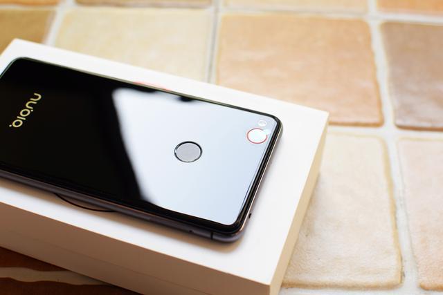 手机上中的单反相机?——Nubia Z11 mini