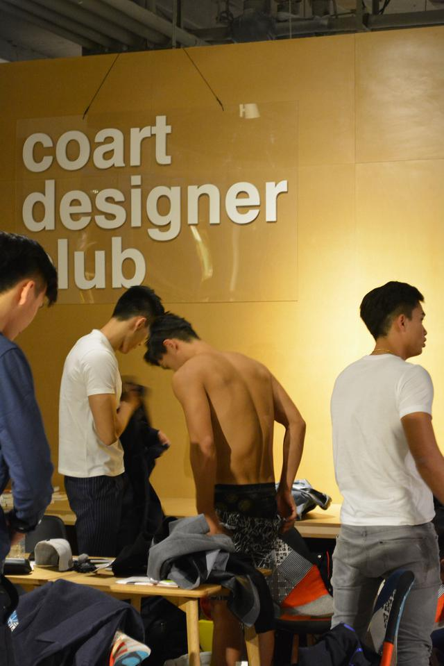 酷盖秀北京某服装店包场拍摄 男模现场全裸淡定换衣