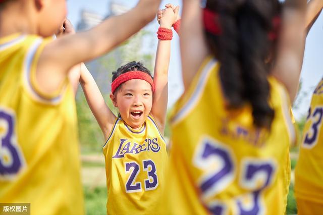 《教出乐观的孩子》:爱笑的人运气都不差,培养乐观孩子ABC法则