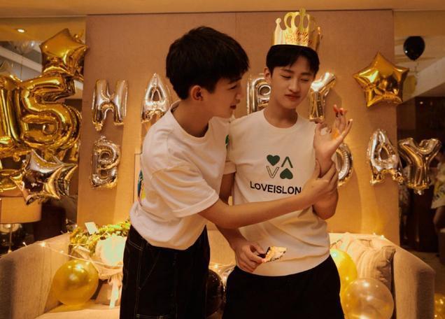 朱朝阳为严良庆生,生日礼物竟是一箱牛奶,网友:太有心了