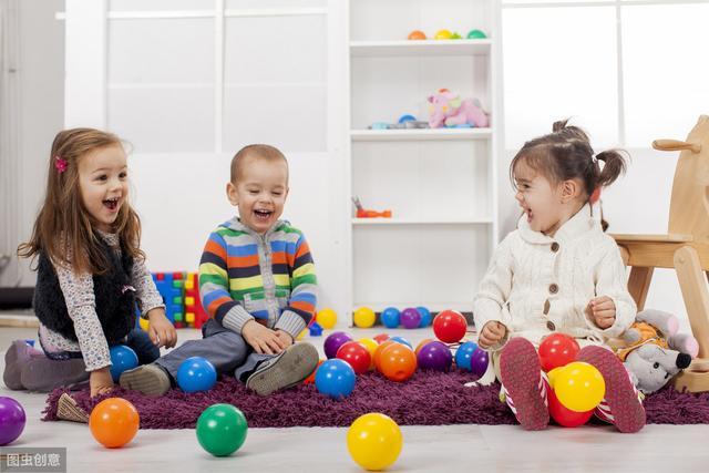 孩子为什么见了东西就扔?孩子背后这些心理暗示,我们要知道