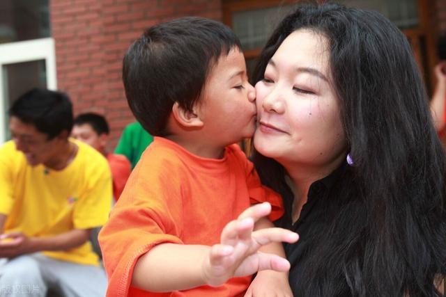 家长们教育孩子时,一定要注意,男孩女孩情绪表达有差别